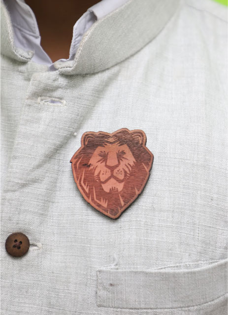 MM1134  LION Wood Brooch